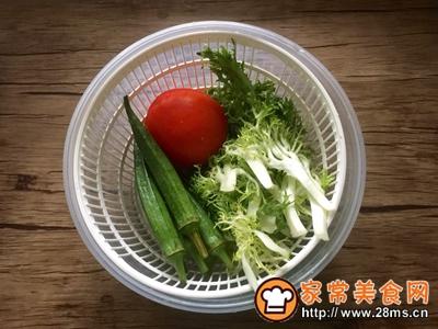 简单快手秋葵卤鸡沙拉的做法图解1
