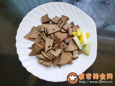 猪肝玉米菌菇汤的做法图解1