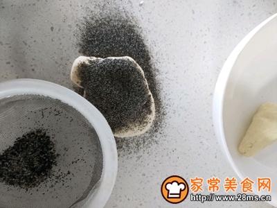蒸的小飞象�C黑芝麻牛奶馒头的做法图解5