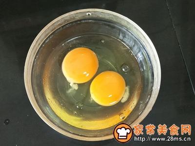 沙拉酱火腿肠蛋包饭的做法图解3
