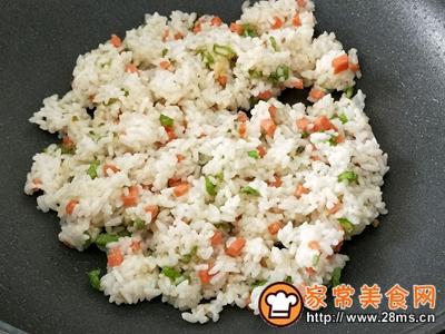 沙拉酱火腿肠蛋包饭的做法图解8