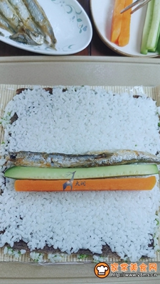 多春鱼肉松寿司的做法图解7