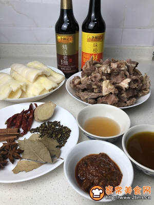 热辣暖胃笋子红烧牛肉的做法图解1