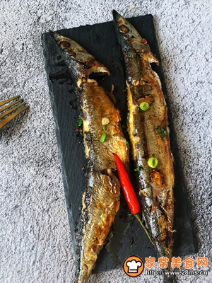 秋日里的烧烤香辣煎烤秋刀鱼的做法图解8