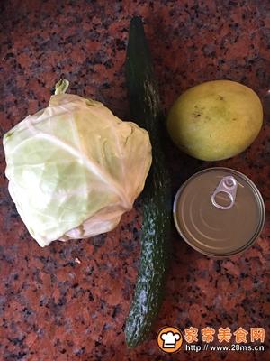 金枪鱼蔬菜水果沙拉的做法图解1