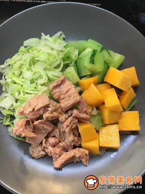 金枪鱼蔬菜水果沙拉的做法图解7