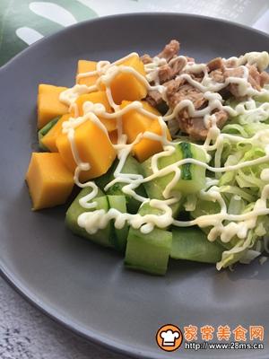 金枪鱼蔬菜水果沙拉的做法图解8