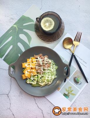 金枪鱼蔬菜水果沙拉的做法图解10