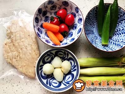 鸡胸肉果蔬沙拉的做法图解1