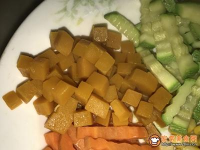 香肠蔬果沙拉的做法图解5