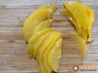 黄桃酸奶的做法图解2