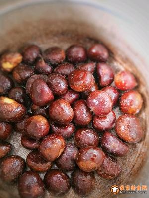 家常高压锅版糖炒板栗的做法图解5