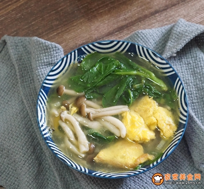 鸡蛋菌菇木耳菜汤的做法图解7
