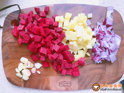 爱我中华爱国版甜菜根浓汤的做法图解2