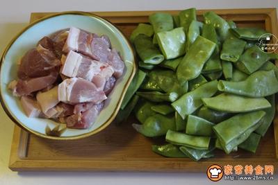 肉炖豆角焖卷子的做法图解3