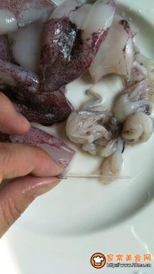 清蒸小鱿鱼的做法图解1