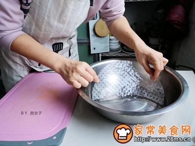 越南蒜香蔬果春卷沙拉的做法图解4