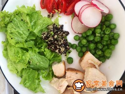 鸡胸肉藜麦沙拉的做法图解4