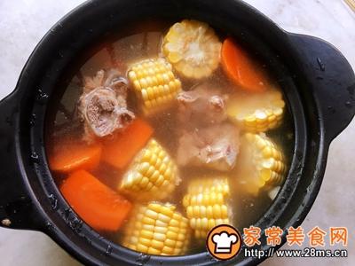 玉米胡萝卜骨头汤的做法图解6