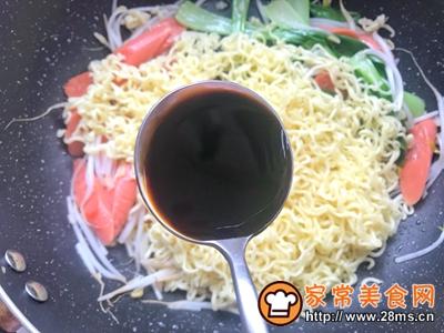 火腿肠炒面的做法图解10