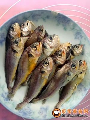 焖酥鱼的做法图解1