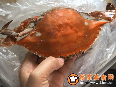 秋凉菊黄香辣蟹的做法图解1