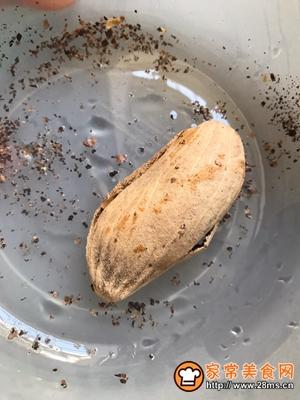 莲子芒果核煲瘦肉小儿化痰消食的做法图解1