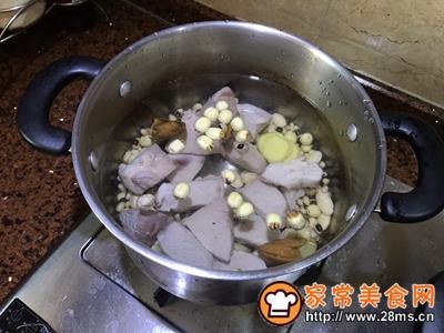 莲子芒果核煲瘦肉小儿化痰消食的做法图解4