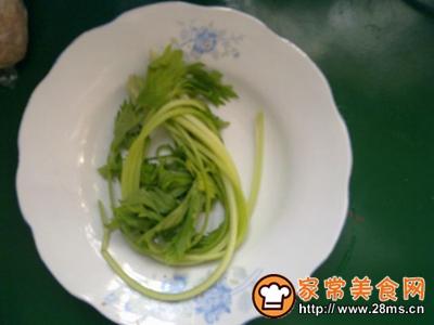 芹菜鸡肉三米粥
