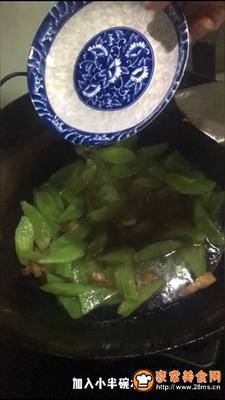 五花肉炒莴苣