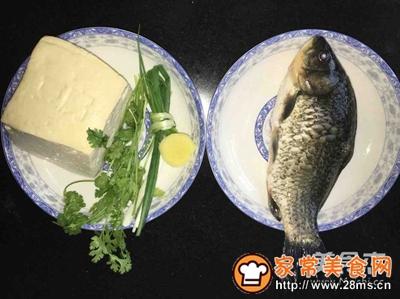 鲫鱼豆腐汤(奶白色)的家常做法