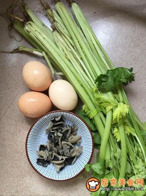 芹菜黑木耳炒鸡蛋