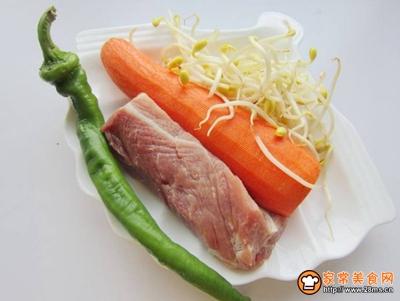 胡萝卜黄豆芽炒肉