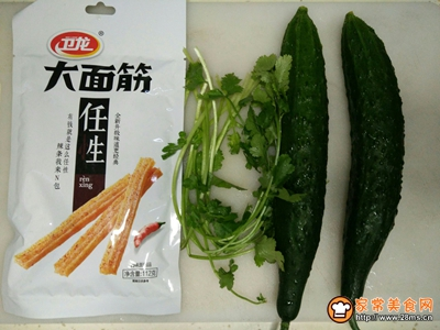 辣条拌黄瓜