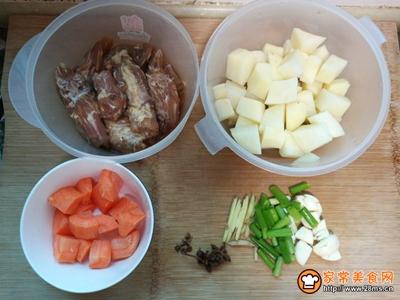鸡脖子炖土豆