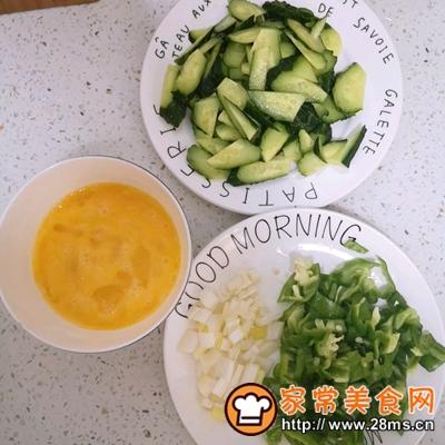 做正宗黄瓜炒鸡蛋的图片步骤1