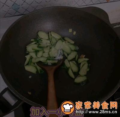 做正宗黄瓜炒鸡蛋的图片步骤4
