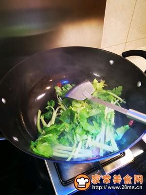 做正宗健康美味快手菜香芹炒广式腊肠的图片步骤6