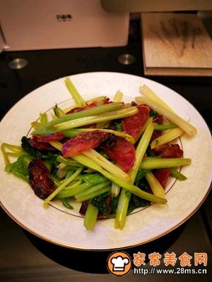 做正宗健康美味快手菜香芹炒广式腊肠的图片步骤7