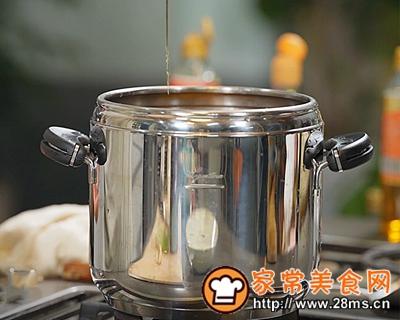 做正宗极妙厨房香辣肥肠的图片步骤1