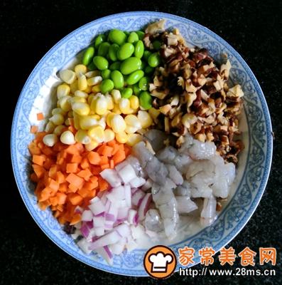 做正宗五彩虾仁炒饭的图片步骤2