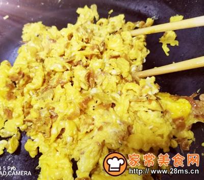 做正宗营养快手早餐:鸡蛋炒虾皮的图片步骤4