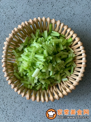 做正宗家庭版肉末芹菜的图片步骤2