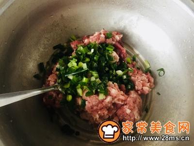 做正宗家庭版猪肉芹菜蒸饺的图片步骤4