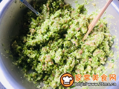 做正宗家庭版猪肉芹菜蒸饺的图片步骤8
