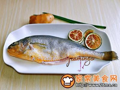 做正宗柠香蒸黄鱼的图片步骤1