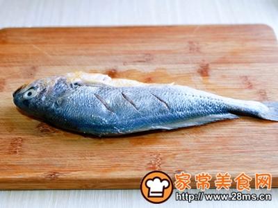 做正宗柠香蒸黄鱼的图片步骤2