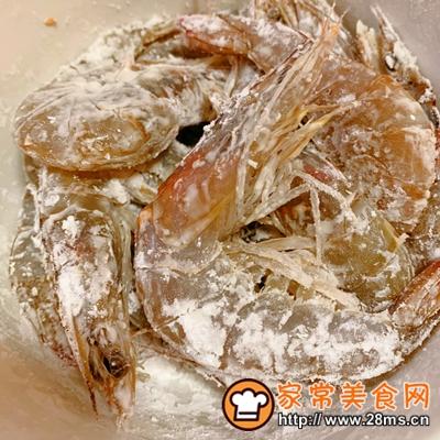 做正宗咸蛋黄�h虾的图片步骤2