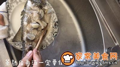 做正宗最适合宝宝吃的清蒸鲈鱼的图片步骤4