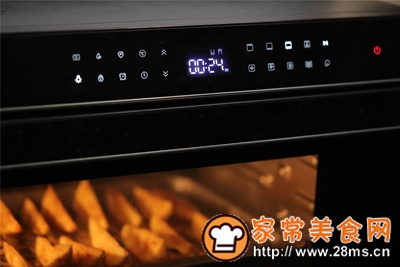做正宗台式蒸烤箱:椒盐薯角的图片步骤8